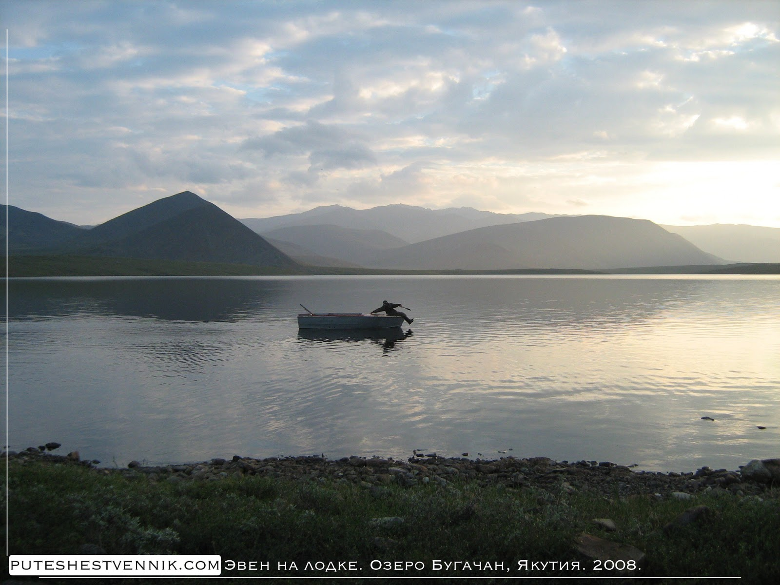 Эвен в лодке на озере Бугачан