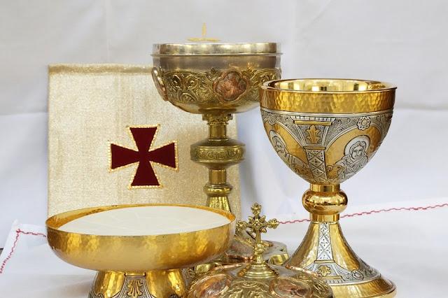 Découverez comment on célébrait la Sainte Eucharistie au fil des siècles... Eucharistie-calice