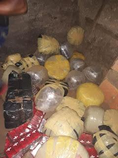 Militares ocupan 17 pacas de marihuana en carro y un camión en mao.