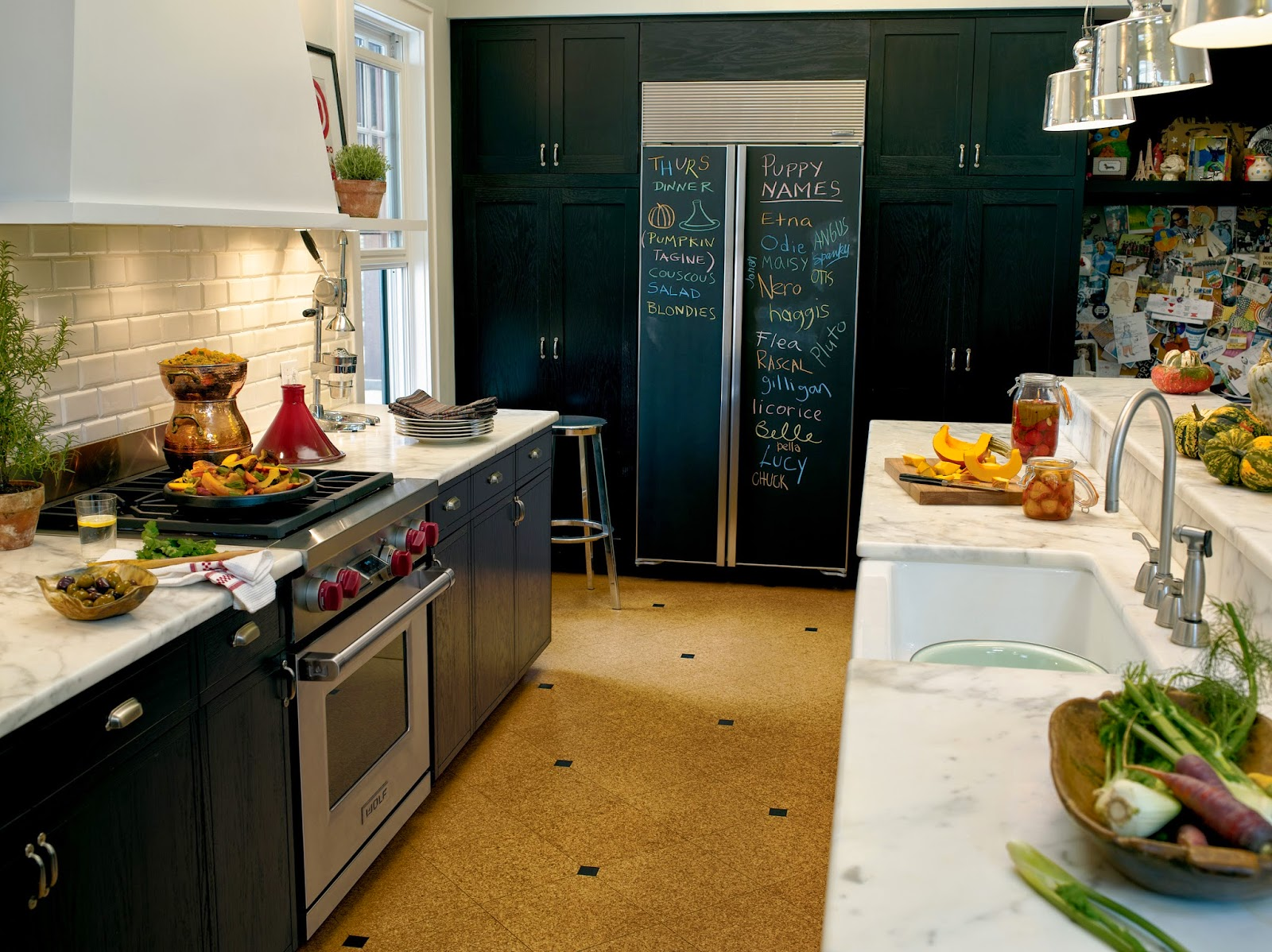 pella kitchen windows aunt jemima curtains 從近代廚具的演變歷史看台灣廚具設計的未來 下 台灣室內設計雜誌 2010年更是配備大放異彩的年代 3c 產品完全與廚房家電結合 如電爐 烤箱 蒸烤箱 冰箱等等 各式家電都能結合