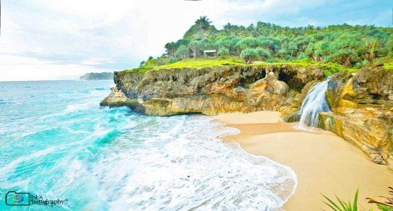 25 Pantai Yang Indah di Pulau Jawa - Pantai Banyutibo, Pacitan, Jawa Timur