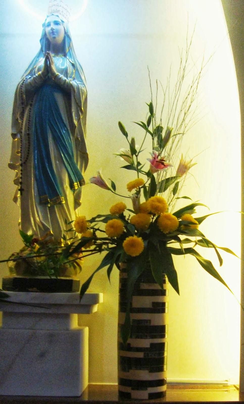 Một số mẫu cắm hoa trên bàn thờ Đức Mẹ, Nghệ thuật cắm hoa nhà thờ, Cắm hoa phụng vụ, cắm hoa nhà thờ đẹp, cắm hoa nghệ thuật, cắm hoa theo mùa phụng vụ