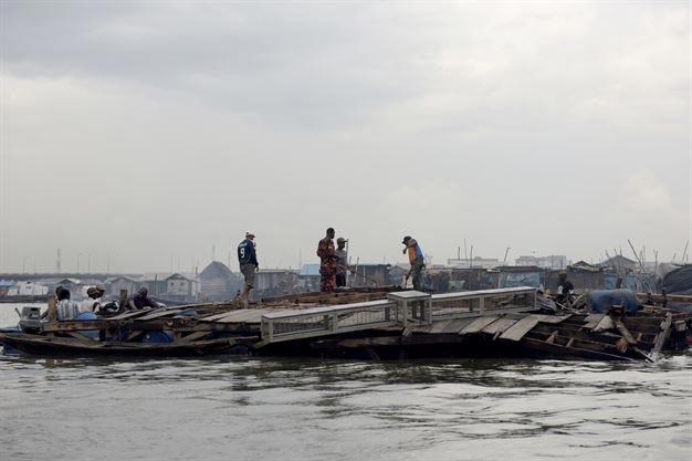 Photos: School children of collapsed Makoko Floating School moved to another floating school