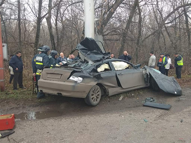 В Стерлитамаке иномарка разбилась о светофор
