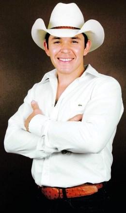 Foto de Raúl Sandoval con sombrero