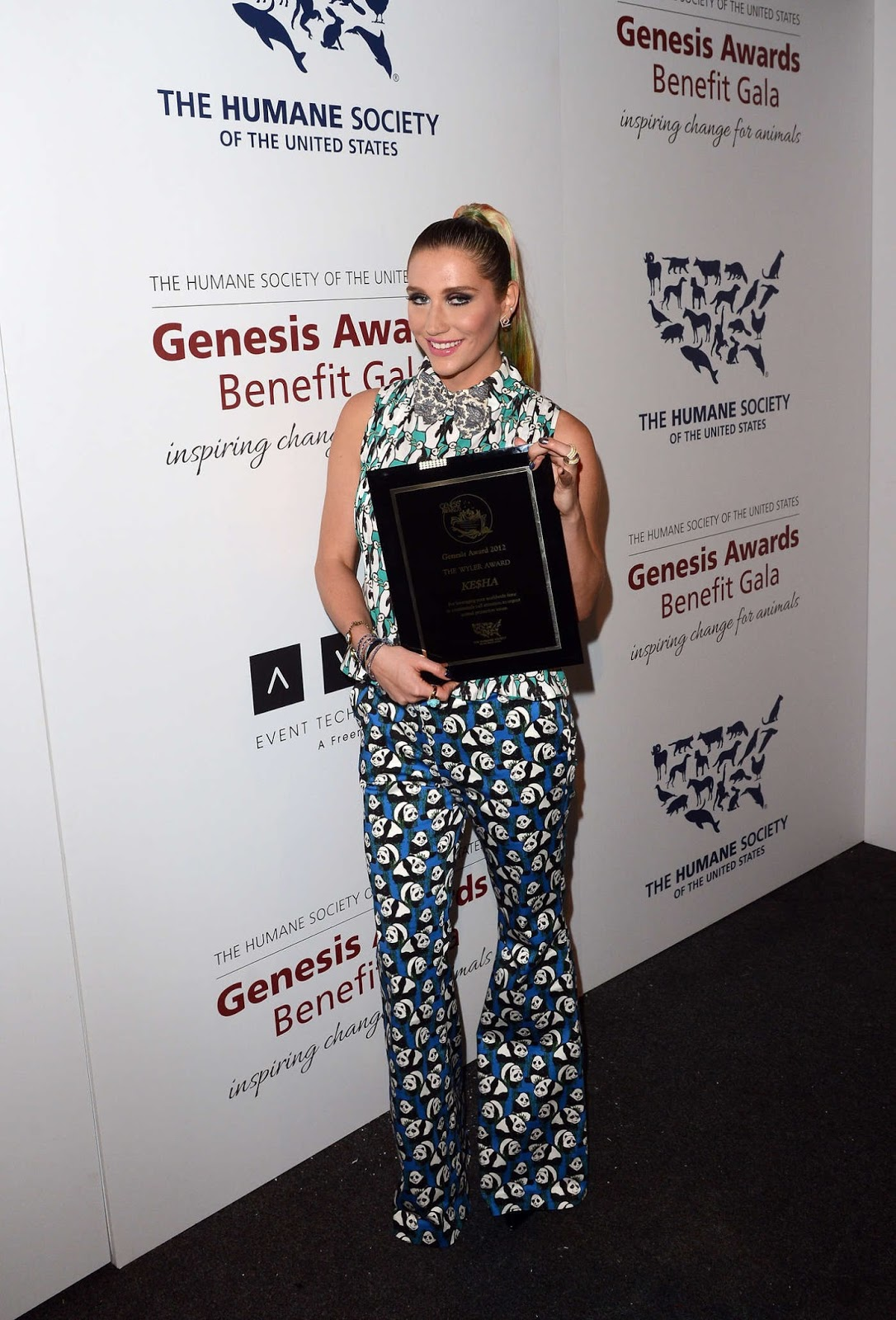 Full Sized Photo of sophia bush kesha genesis awards 07