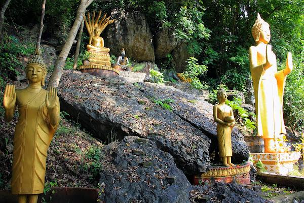 Statues de Bouddha à Phou Si Hill