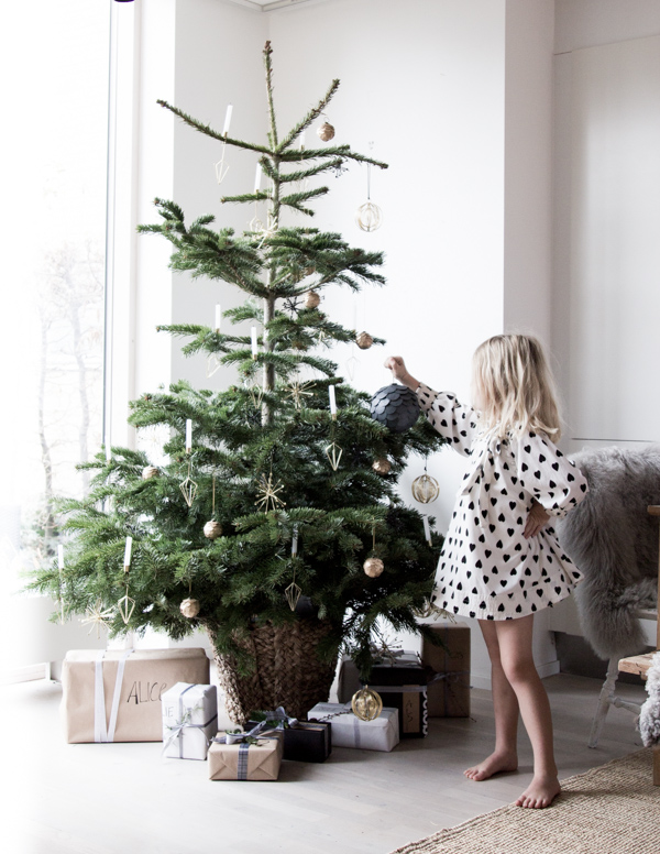 my scandinavian home Our home at Christmas - simple christmas tree decorating ideas