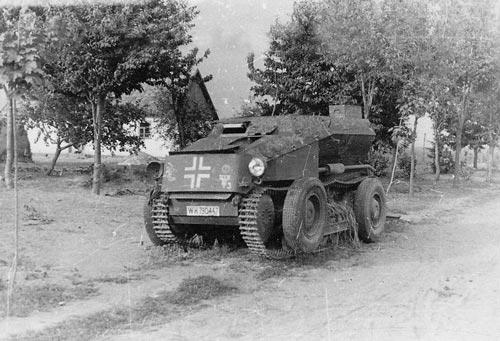 Средний разведывательный колёсно-гусеничный бронеавтомобиль Sd.Kfz. 254 с поднятыми колесами