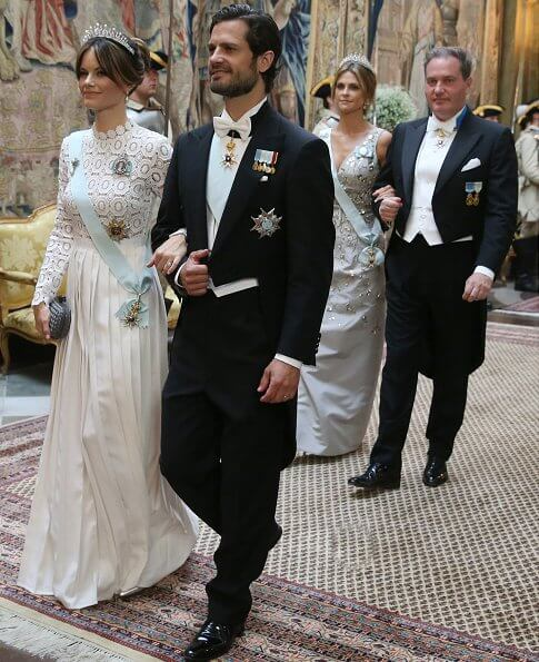 Crown Princess Victoria, Princess Sofia, Princess Madeleine, Queen Silvia. Diamond tiara, squin gold gown, Victoria's gold necklace