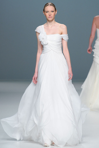 5a1e09a8e No olvides que la parte de atrás del vestido de novia resulta tan  importante como la de enfrente