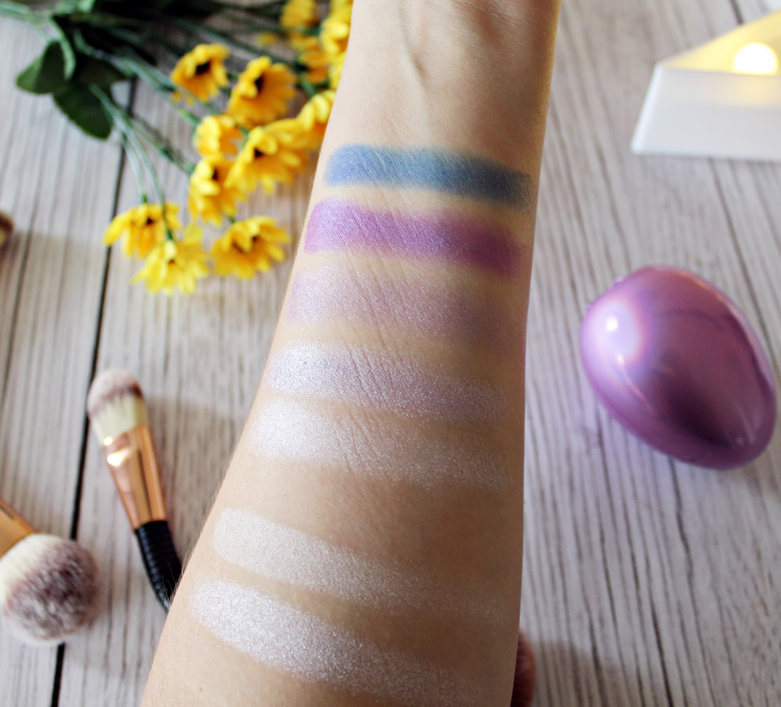 MAKEUP REVOLUTION SURPRISE EGG'S