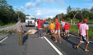 Manifestantes interditam rodovias na Paraíba contra prisão de Lula