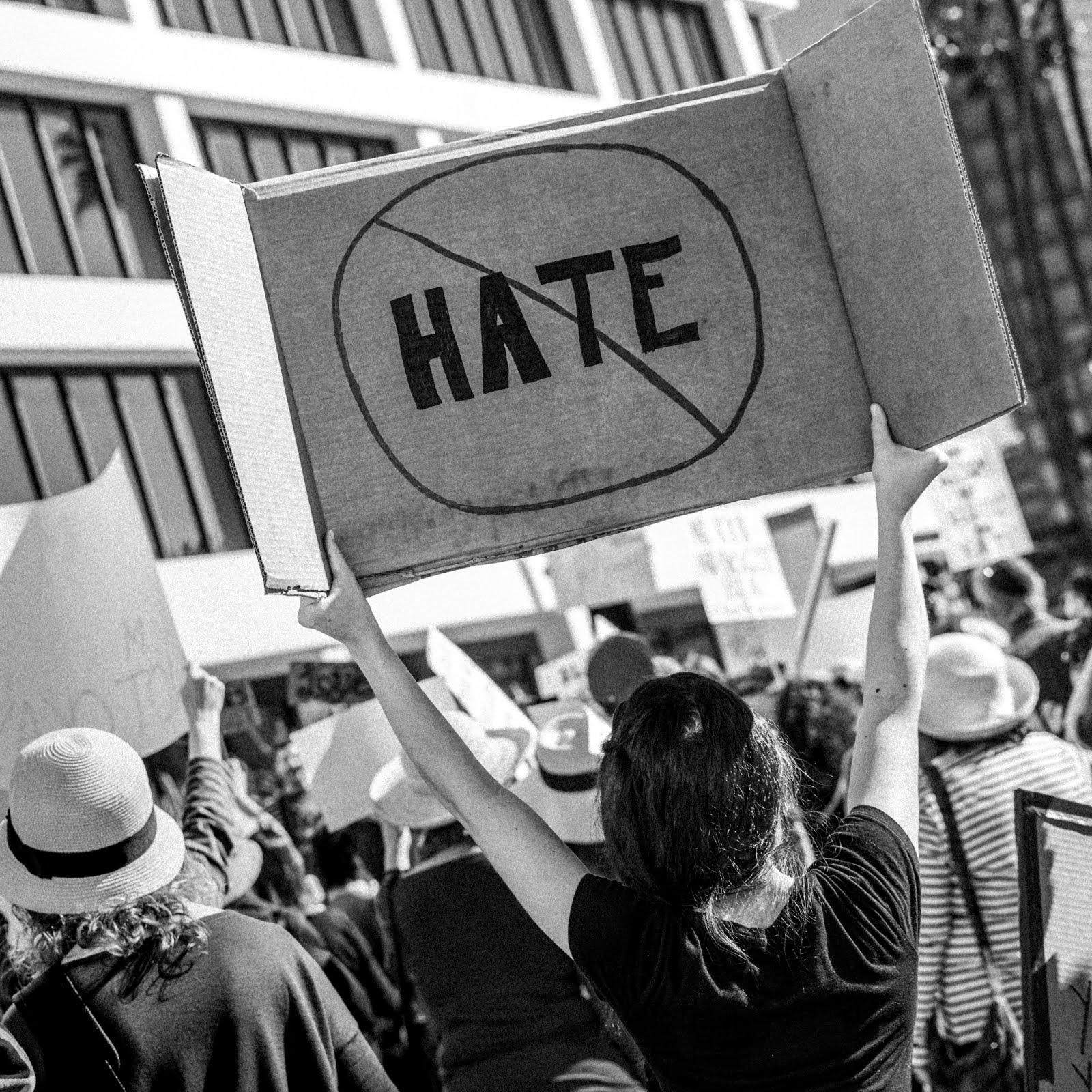 Krótko: nienawiść to nienawiść.