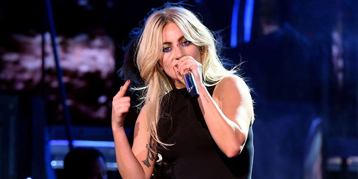 Lady Gaga presenta nuevo sencillo llamado 'The Cure' en Coachella