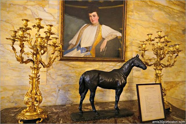 Retrato de Alva Vanderbilt en el Pasillo de Marble House, Newport