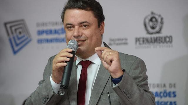 Secretário debate projetos polêmicos de Paulo Câmara na Alepe