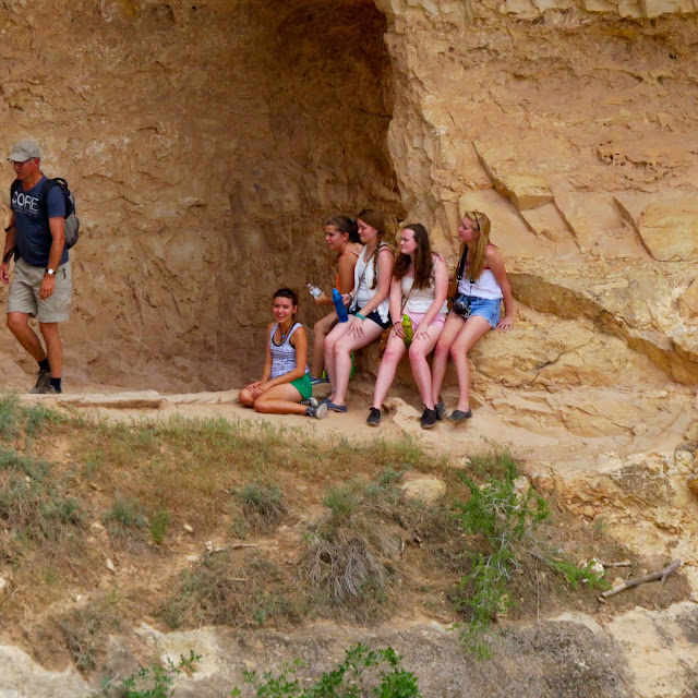 Teenage-Girls-on-the-Bright-Angel-Trail