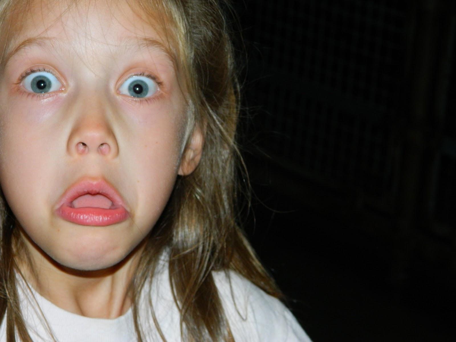 deformed face kid - HD1600×1200