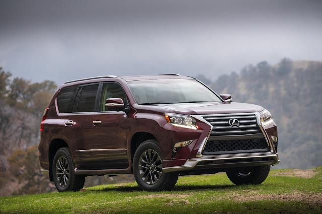 Front 3/4 view of 2018 Lexus GX460