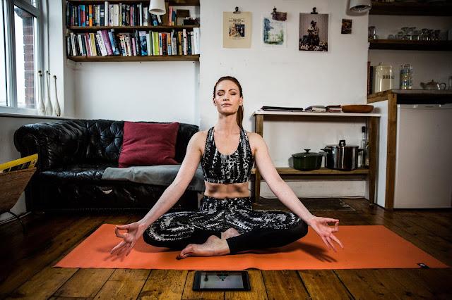 Học Yoga online tại nhà nên hay không ?