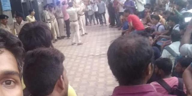 BIHAR के युवाओं ने INDORE में फिर किया उपद्रव, पत्थरबाजी, गाड़ियां तोड़ीं   MP NEWS