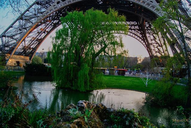 Lago a pie de la Torre Eiffel