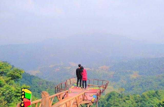 Panorama Rumah Pohon Pabangbon Gunung Benteng Leuwiliang Bogor Jawa Barat