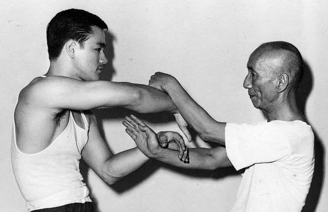 Ip Man sedang berlatih dengan Bruce Lee