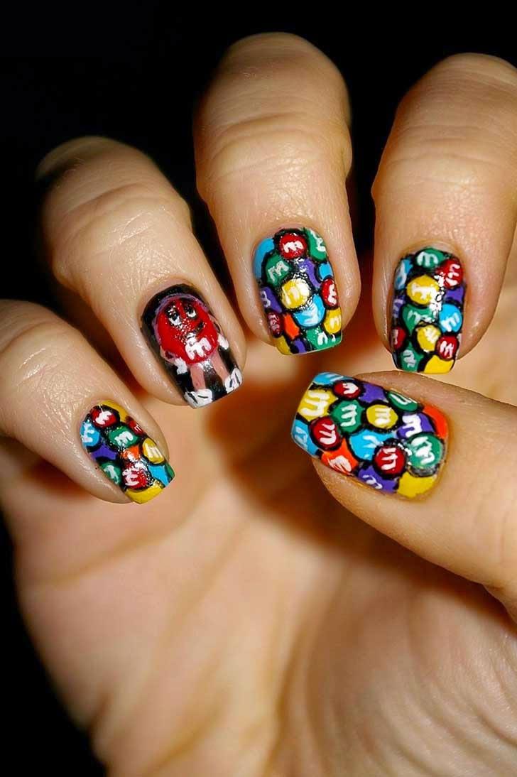 Uñas decoradas al estilo M&Ms