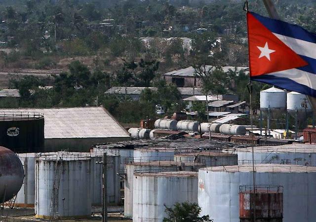 A Unión Cuba-Petróleo (CUPET) é a estatal única que fornece petróleo mas cai de decrepitude.