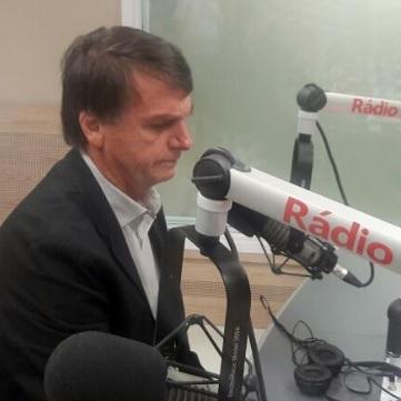 """Bolsonaro diz que Ciro tem """"bagagem cultural extraordinária e administrativa"""" e revela que já votou no pedetista"""