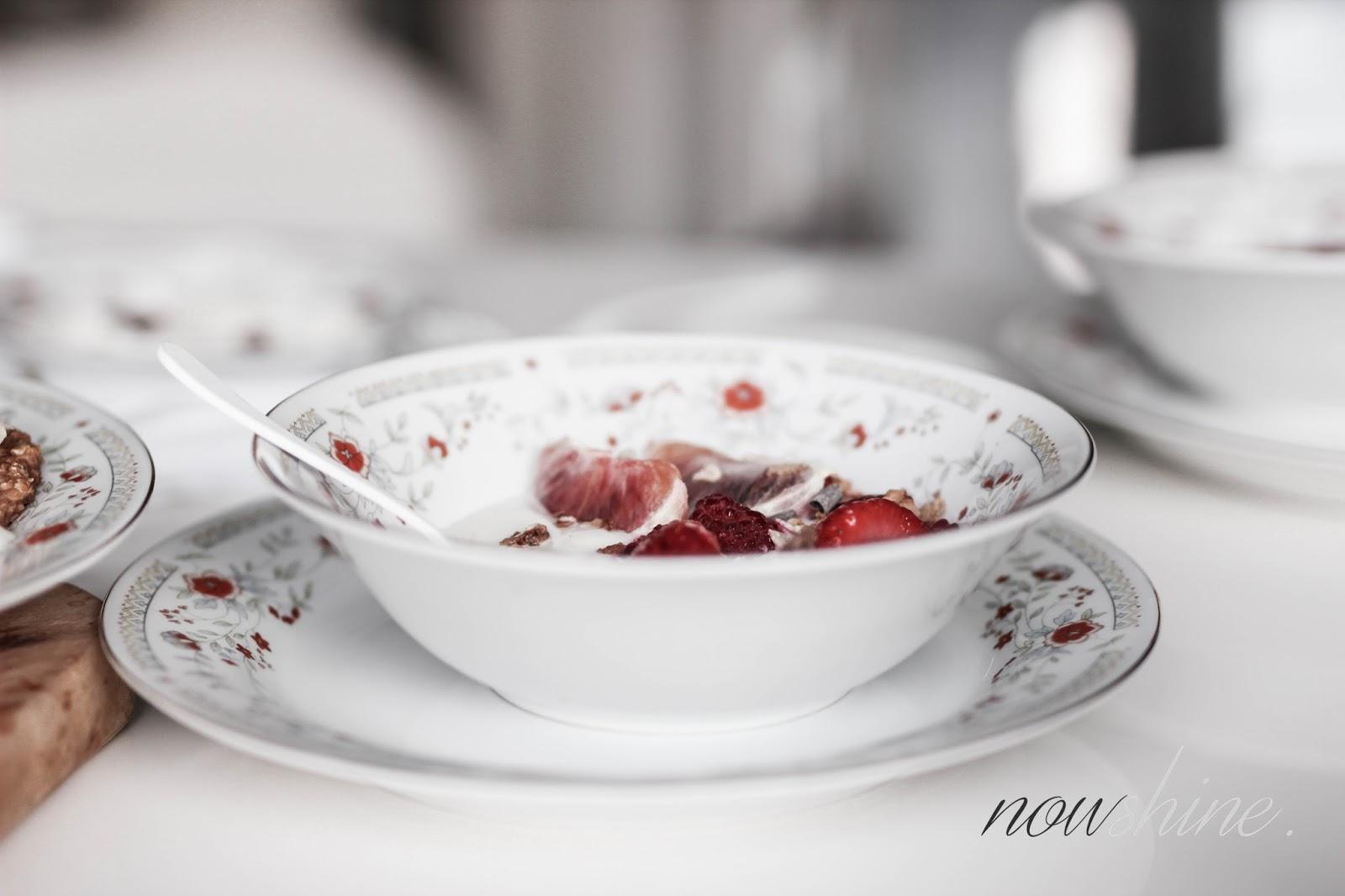 Frühstücksrezept mit der Alpo Soja Joghurtalternative aus dem Alpro Breakfast Club Booklet/ Nowshine Lifestyle Food Blog über 40