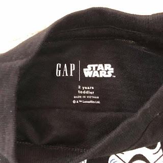 Áo thun babyGap Starwar, made in vietnam.