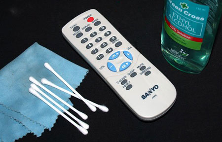 HOW TO CLEAN THE REMOTE CONTROL