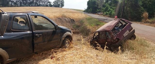 Ariranha do Ivaí: Colisão entre Fiat Strada e Uno deixa feridos