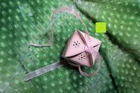 Schleife machen: 50pcs Love Heart Laser Wedding Favor Gift Box Kartonage Schachtel Bonboniere Geschenkbox Hochzeit (Pink)