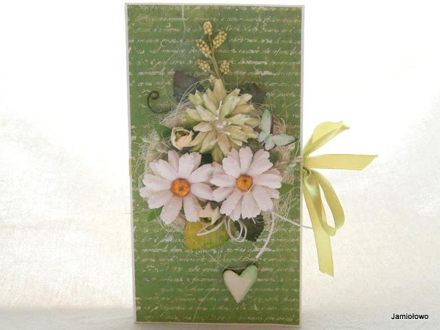 czekoladownik ozdobiony kwiatami i scrapkami