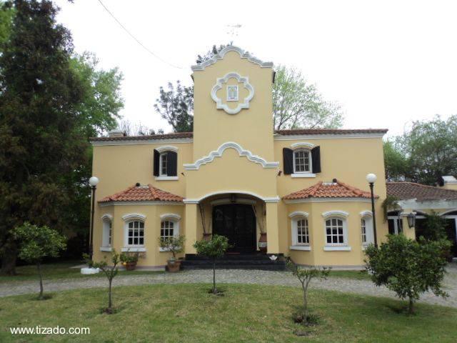 Arquitectura de Casas: Casa residencial de estilo Colonial español.