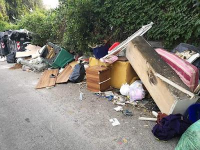 rifiuti nel quartiere Pagliarelli di Palermo