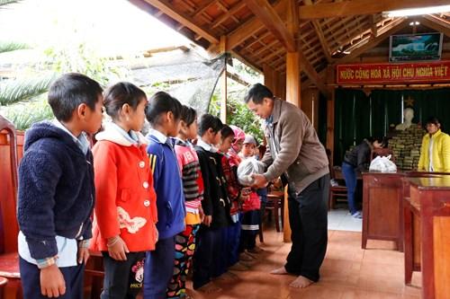 Gia Lai: Mỗi học sinh có điều kiện khó khăn được nhận 60Kg gạo