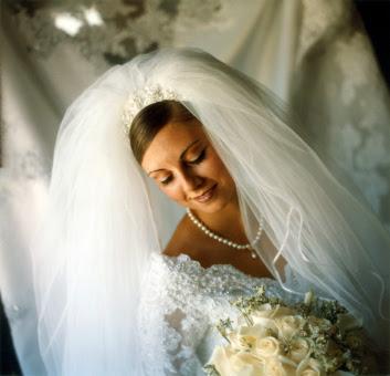 http://3.bp.blogspot.com/-FIpiHAtJtGg/TkC6KjDCFwI/AAAAAAAACws/rk96-FCWgbM/s400/beautiful+bridal+veils3.jpg