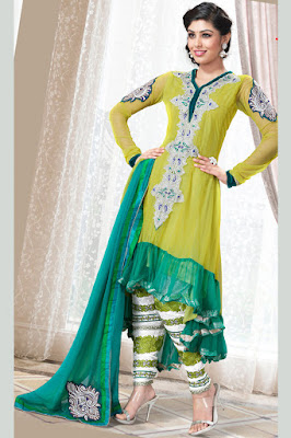 This outstanding bridal mehndi dress is simple and elegant at the same time.