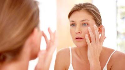 girl removing makeup