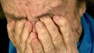 Έδεσαν ηλικιωμένη για πέντε ημέρες στο σπίτι της – Την έκαιγαν με τσιγάρο στα γεννητικά της όργανα