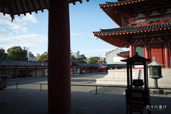 Vue sur la cour intérieure du temple Shi-Tennôji, Tennôji, Osaka