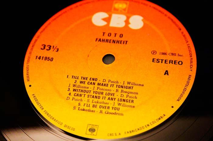 Toto - Fahrenheit, 1986 CBS Inc. Propiedad de Julián Franco, exibido en 4Works Studio.