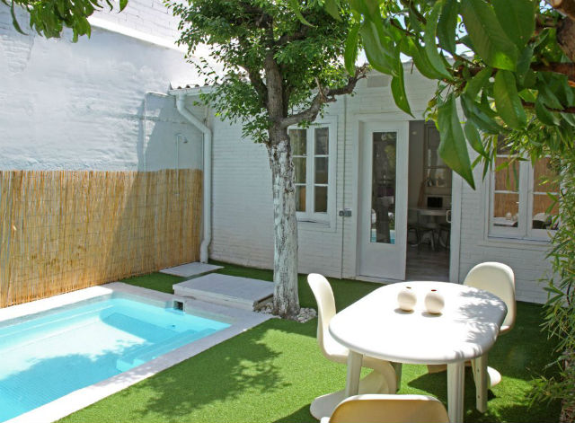 patio pequeño con piscina