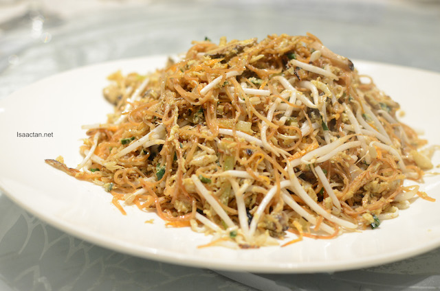 Egg Fried Vermicelli with Seafood and Mushrooms