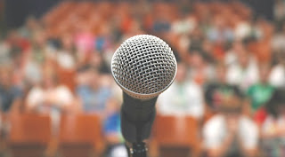 Menganalisa Situasi Publik dan Mengaitkan Topik Pembicaraan_